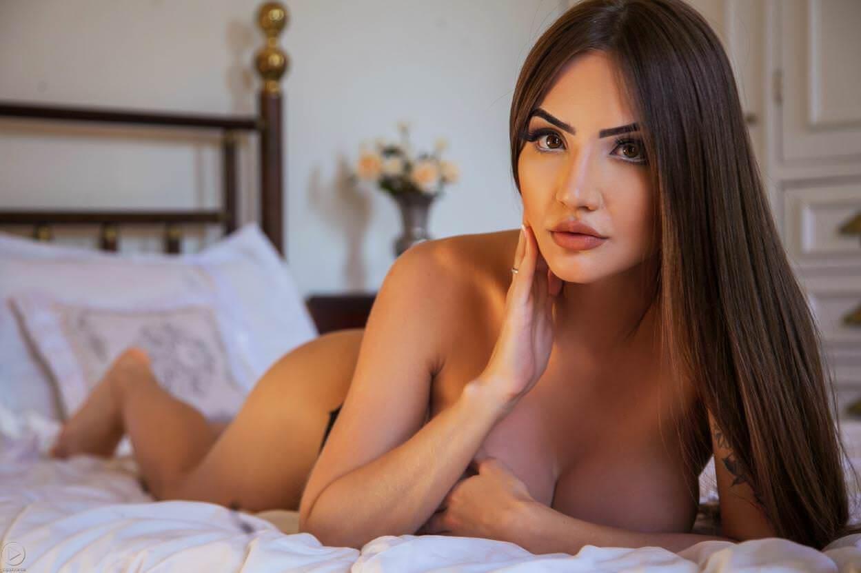 Aline Faria nua