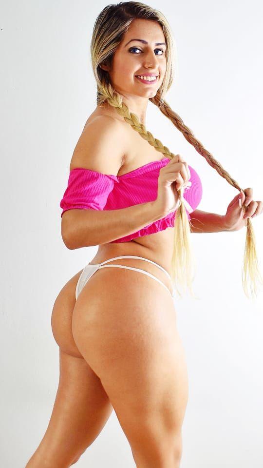 Fotos nuas Mia Linz pelada