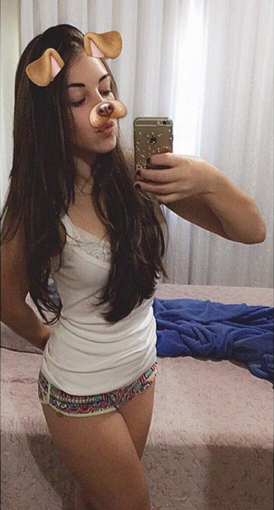 Caiu na net fotos da novinha linda do face