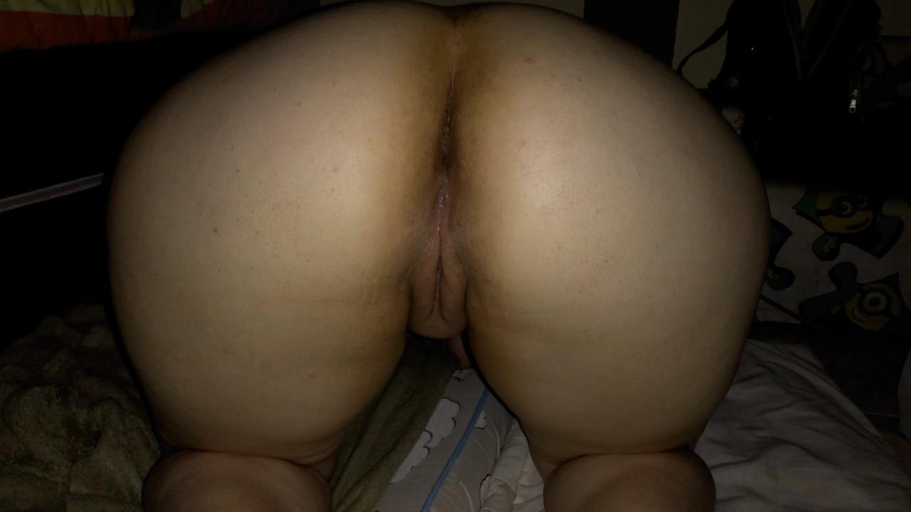 So caseiras esposa do rabão gostoso mostrou o cu