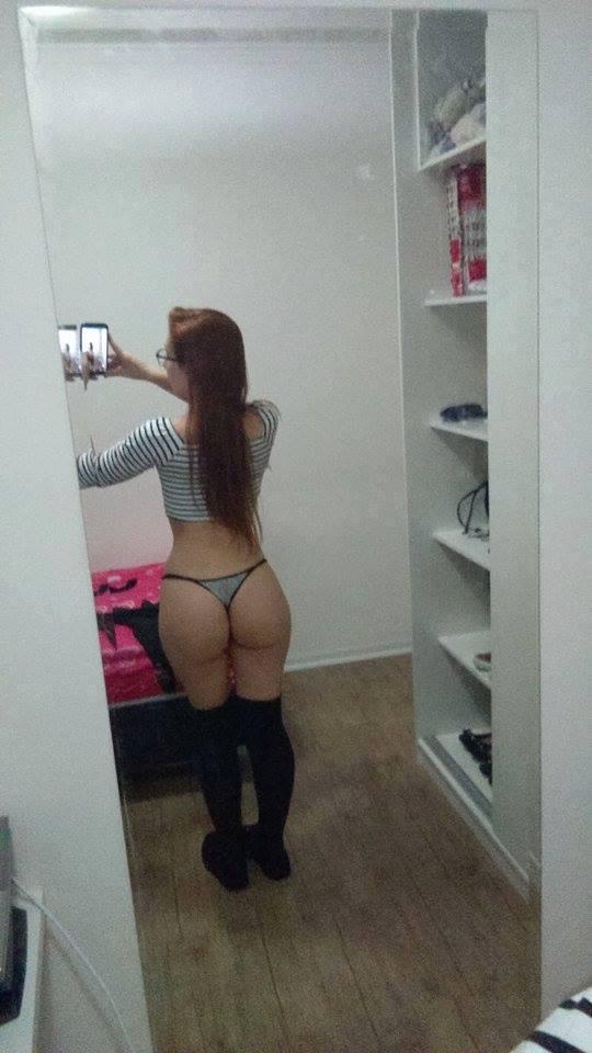 Ruiva novinha mostrou a buceta em fotos intimas caiu na net